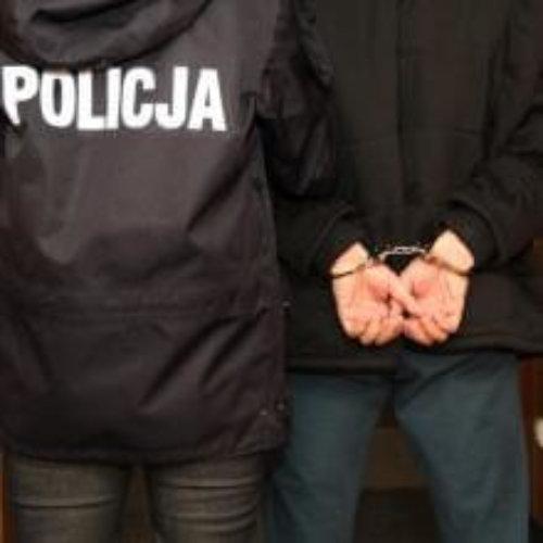 Policjanci zatrzymali mężczyznę, który podczas interwencji mierzył do nich z broni